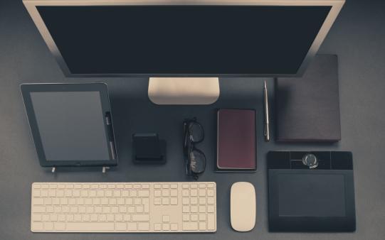 apple-iphone-desk-office